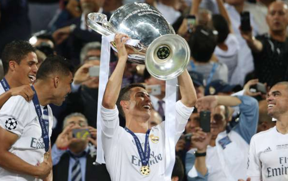 Real Madrid lifts the  Championship Trophy