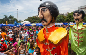 """Rio carnival Sargento Pimenta blocopaid homage to The Beatles """" Revolution is all we need""""."""