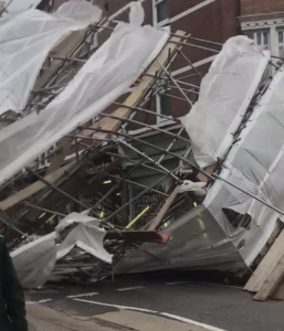 55mph wind causes the scaffolding to collapse