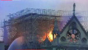 Blaze at 850-year-old Norte Dame Gothic Cathedral