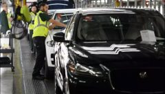 Jaguar Land Rover posts 1st profit in 4 quarters