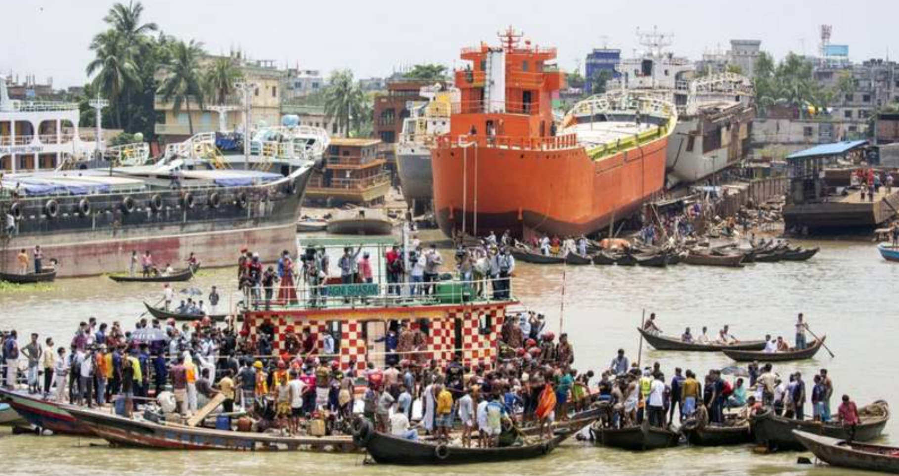 32 dead as ferry crashes in Bangladesh