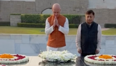 Jeff Bezos paying his respect to Mahatma Gandhi